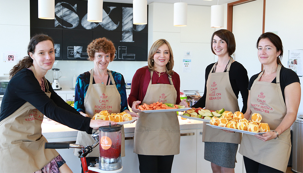Institute Researchers raise money for CP Research with a healthy smoothie bar!